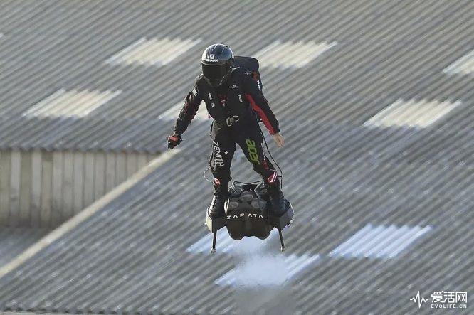 悬浮穿越英吉利海峡 钢铁侠飞行套装还真的诞生了