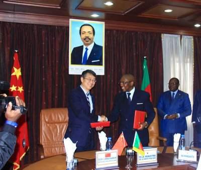 驻喀麦隆大使王英武出席向喀派遣第19批医疗队议定书签字仪式