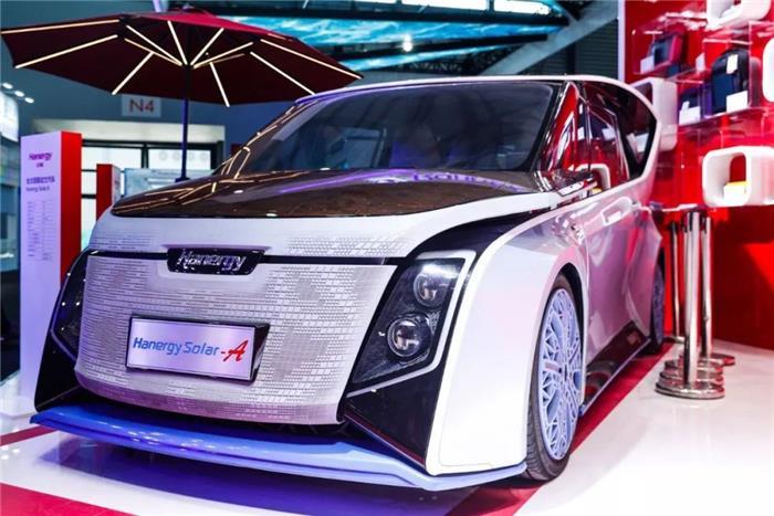 """全球首款量产""""太阳能汽车""""上市,真的是晒太阳就能跑"""