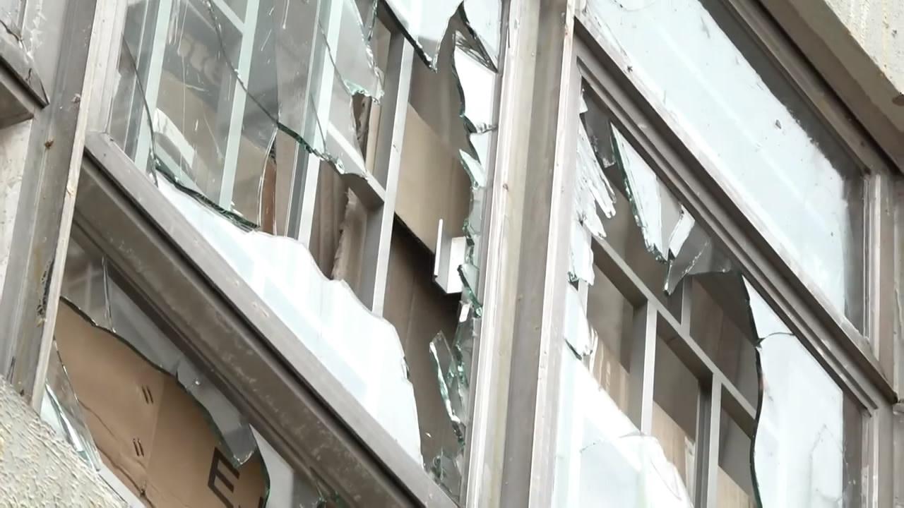 香港纪律部队宿舍遭示威者砸窗袭击家中小孩受惊