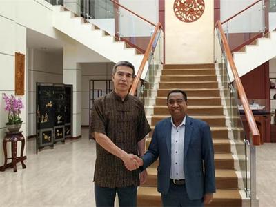驻东帝汶大使肖建国会见东国立大学校长