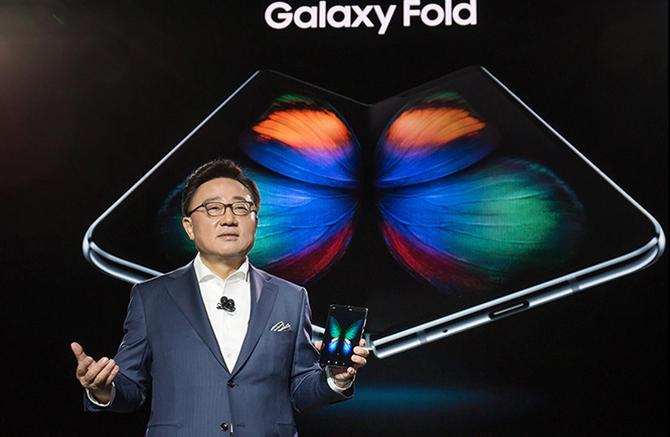 Galaxy Fold将于九月重新上架,计划减少产量