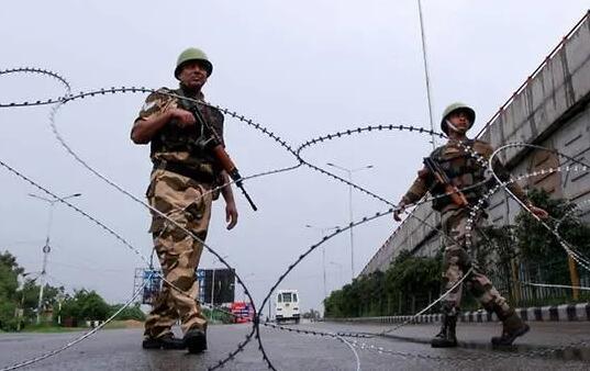 印度在印控克什米爾向抗議者開火 逮捕超百人