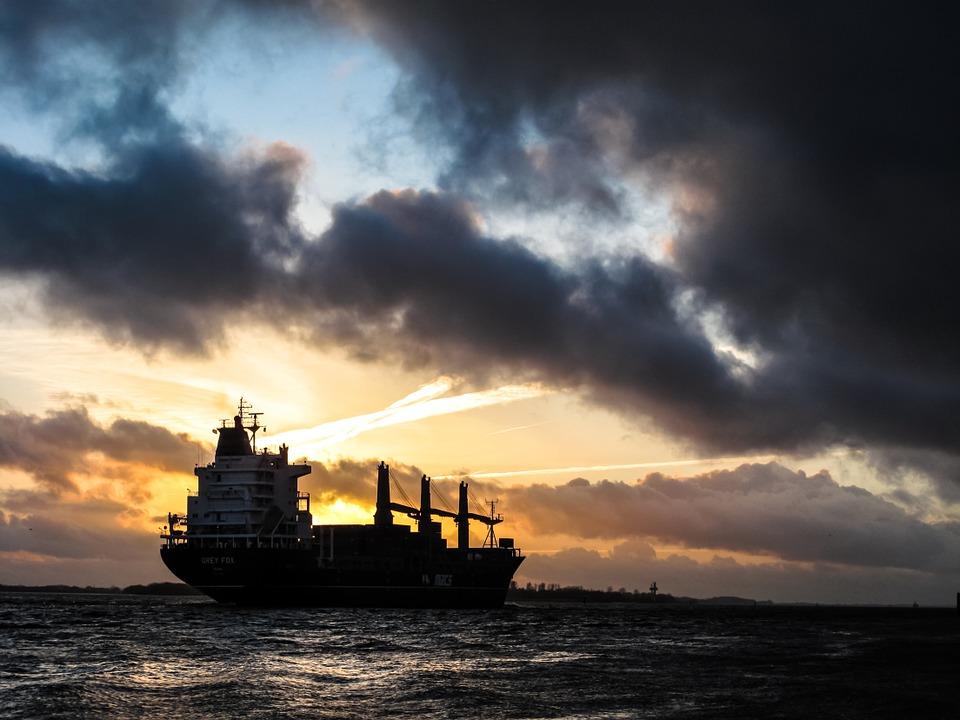 原油库存走高,全球经济疲软打压油价