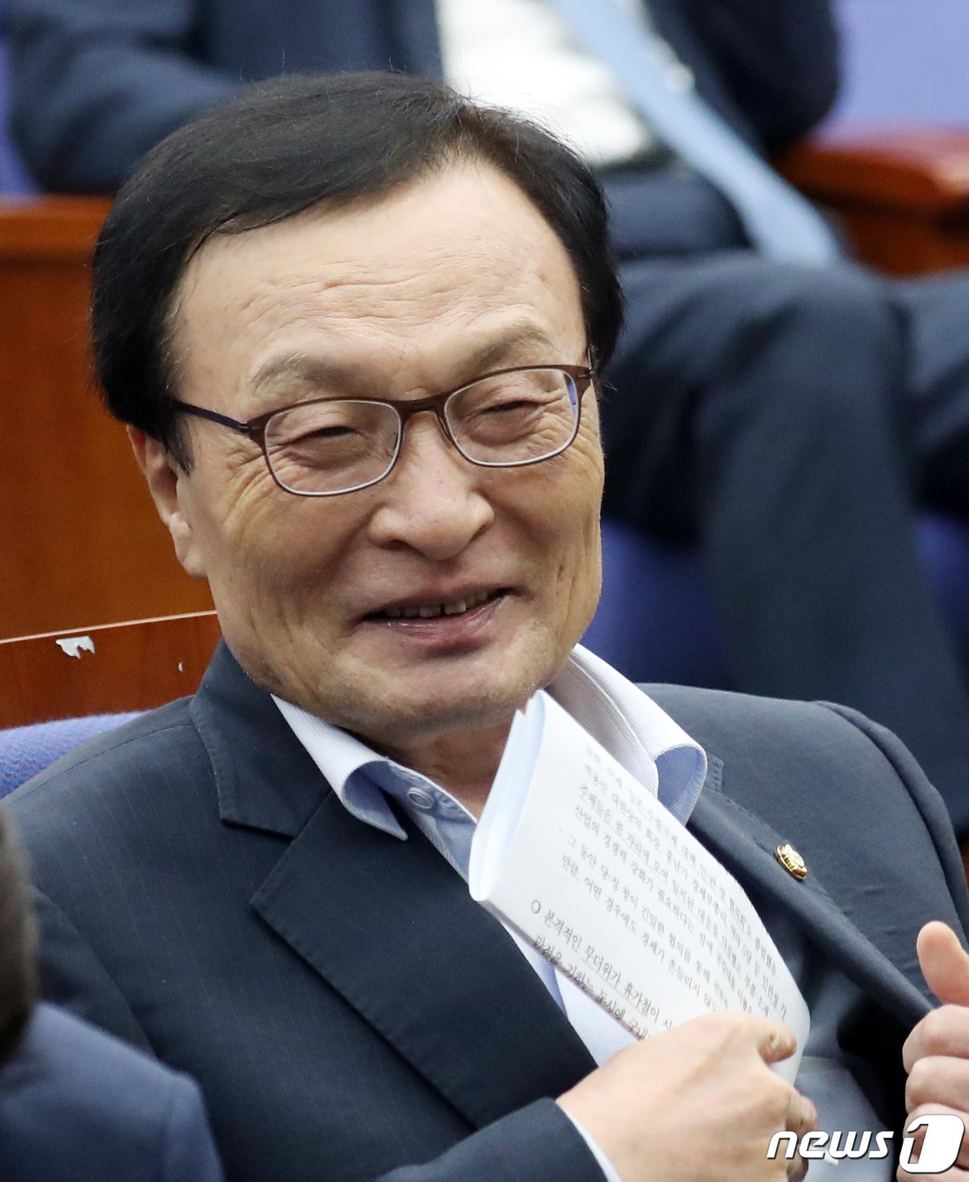 韩执政党党首被曝上午批日本 中午去日餐厅喝清酒|白名单|民主党