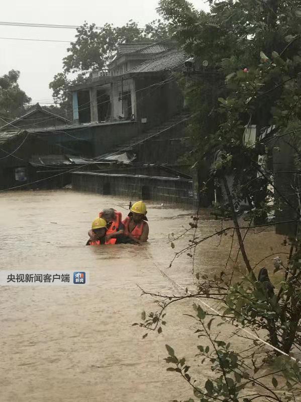 浙江宁波沙堰村600余人被洪水围困 消防紧急营救|消防员|营救|洪水