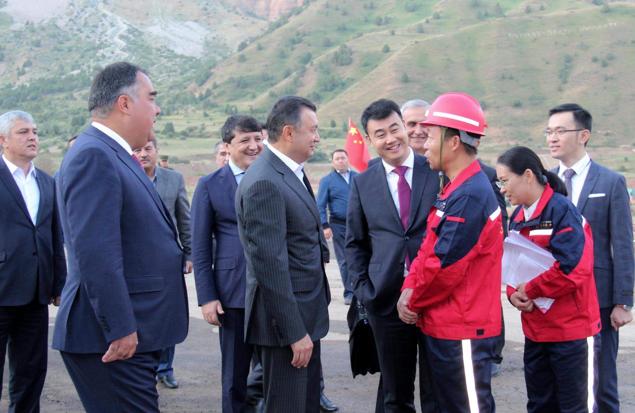 塔吉克斯坦总理科基尔拉苏尔佐达视察华钰矿业塔铝金业康桥奇矿山