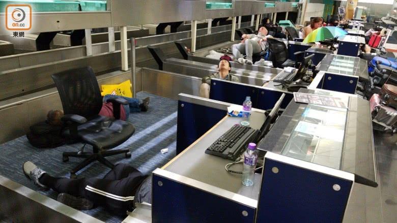 非法示威者让香港机场再度陷入混乱 旅客急盼回家|香港机场