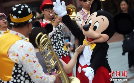 三问上海迪士尼禁带食品:管理需要还是霸王条款|中新经纬