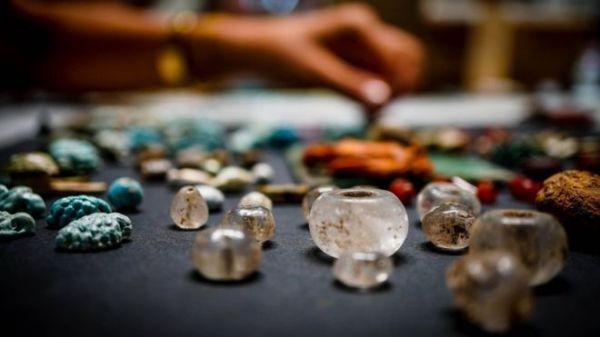"""考古學家近日在意大利龐貝古城發現一盒""""巫師的珍藏品""""。(歐新社)"""