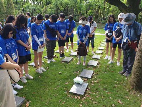 韓國學生訪問上海萬國公墓,拜謁獨立運動人士墓地(韓聯社)