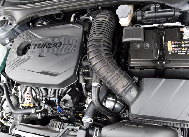 油耗仅5.2L、空间更大,选择这款轿车不亏