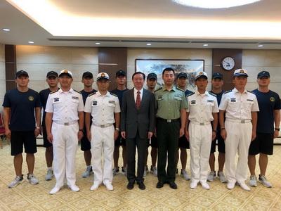 """驻伊朗大使常华会见""""国际军事比赛-2019""""深海项目中国海军参赛队"""