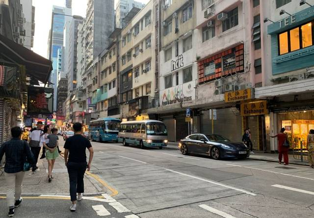 刚刚去了自己趟香港:再不用排→队进店 高端酒店大降价