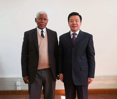 驻莱索托大使雷克中到任拜会莱国民议会议长