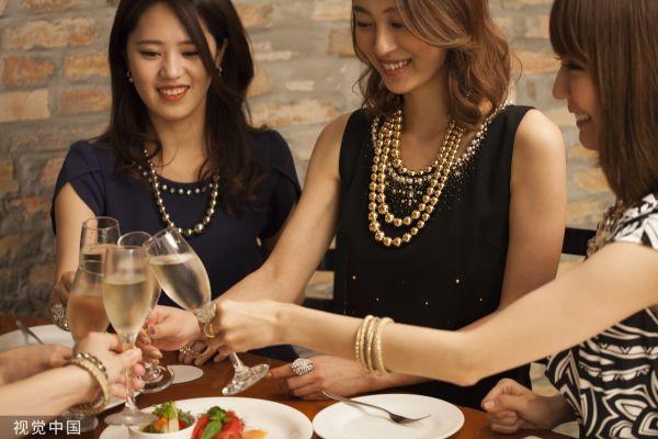 日媒:日本女人为何比男人更爱喝酒?|日本