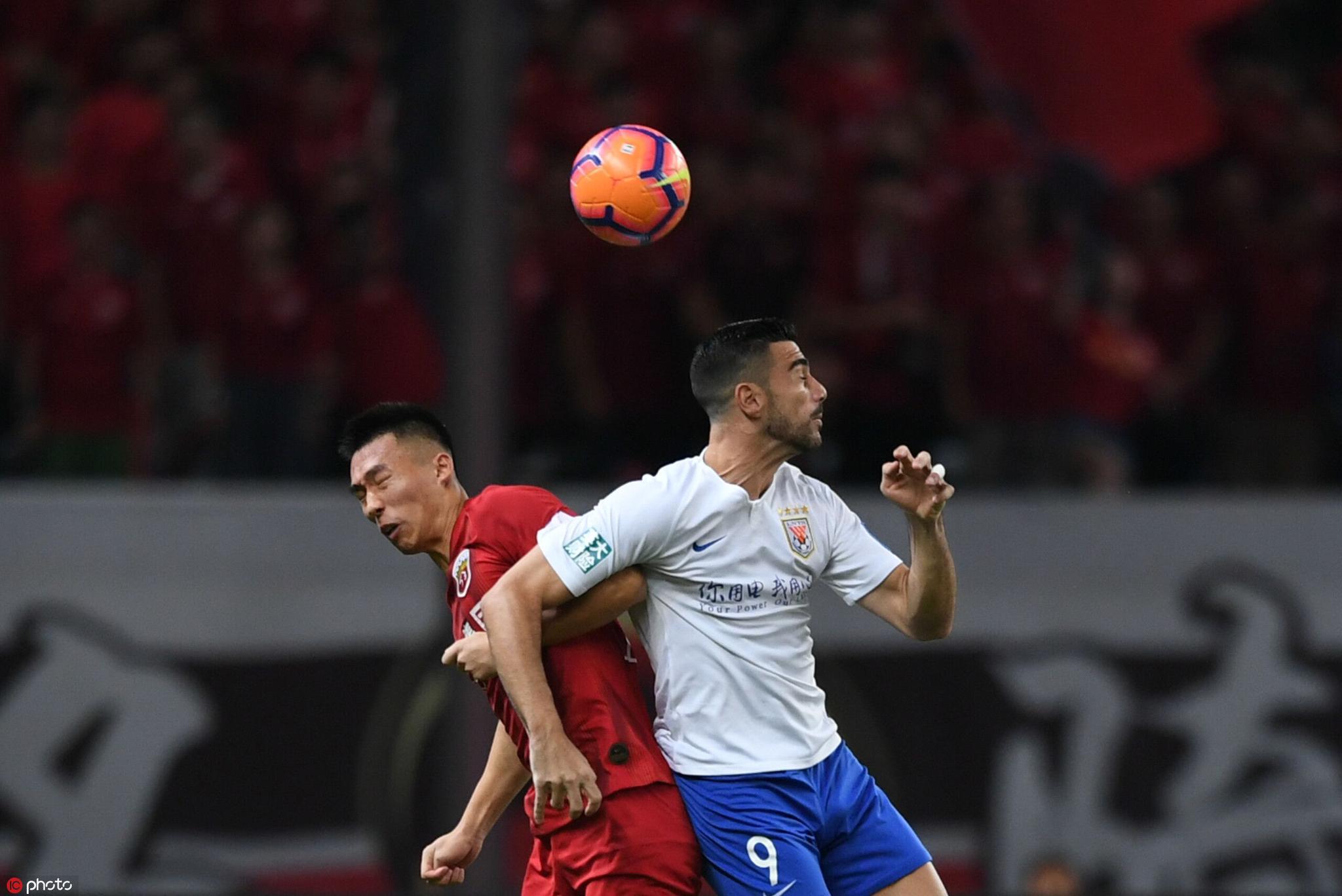 半场:莫伊塞斯助费莱尼破门刘洋染红,上港0-1鲁能