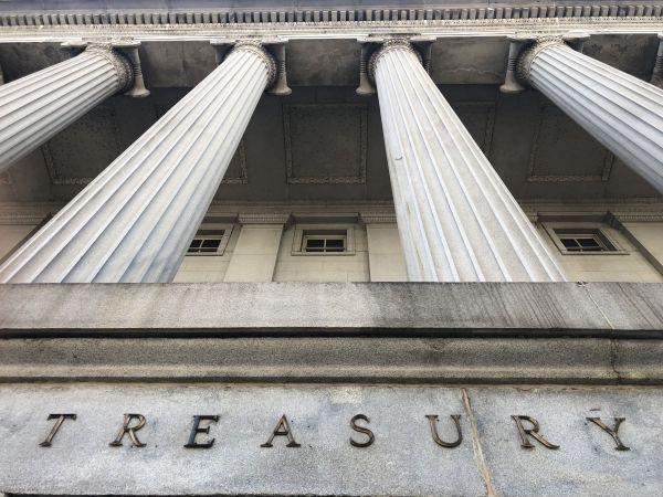 这是8月6日在美国华盛顿拍摄的财政部大楼。(新华社)