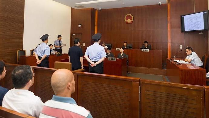 上海一中院一审公开开庭审理上海市闵行区原副巡视员张有为受贿案