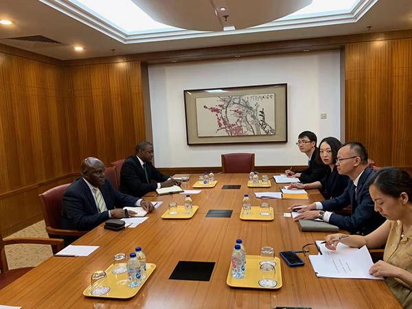 外资司会见乌干达驻华大使