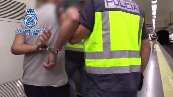 变态!马德里警方抓一偷拍惯犯:至少555名女性受