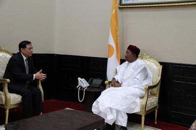 驻尼日尔大使张立军会见尼总统伊素福