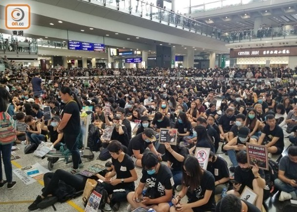 示威者再盯上香港机场 香港机管局获准延长禁制令