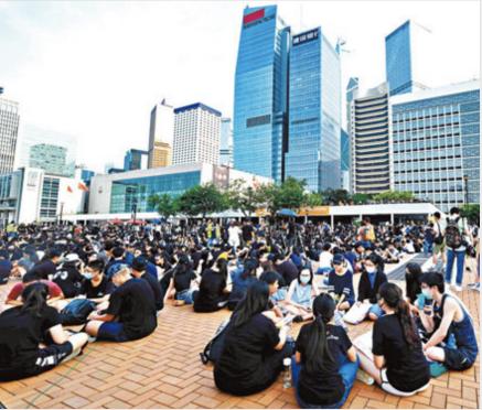 煽动仇警罢课 香港激进分子意图拖学生下水