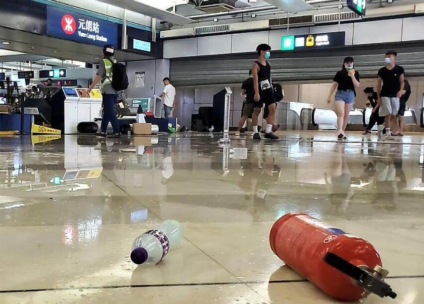 香港妈妈抗议港铁:谁恶谁就说了