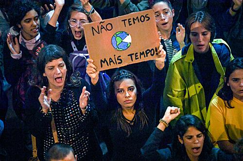 亚马孙大火引发全球抗议潮 巴西总统称将遏制砍伐
