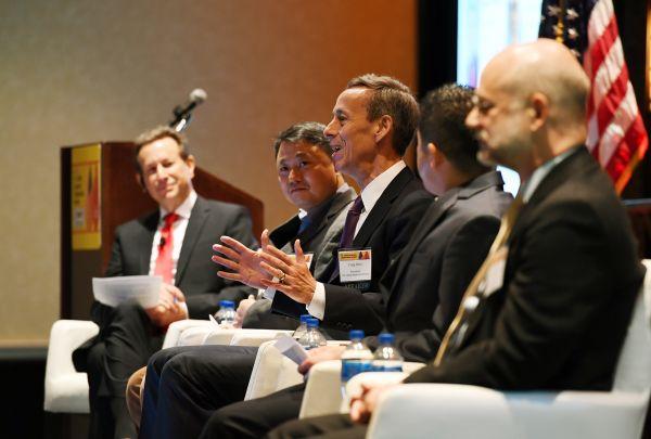 5月24日,第五届中美省州长论坛电子商务和跨境贸易专题论坛在美国肯塔基州列克星敦举行。(李睿 摄)