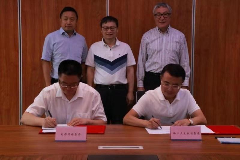 成都传媒集团与哈工大大数据集团签署战略合作协议:注入科技动能   助推媒体融合