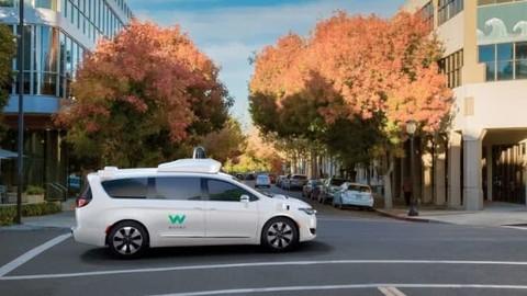 通用汽车、Lyft和Waymo希望允许自动驾驶汽车不装方向盘