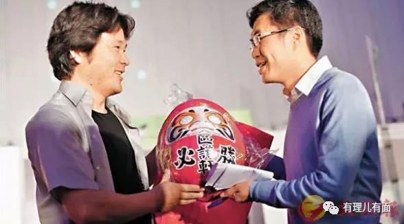 △日本反华份子战田健一郎(左)赴港为区诺轩站台