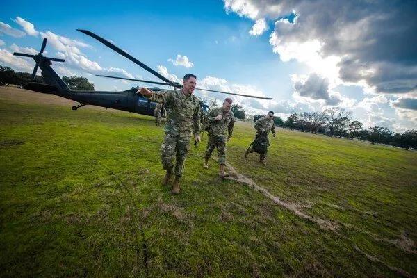 """好陆军初级将发旁观""""多域战""""实验队伍锻炼。(好国陆军网站)"""