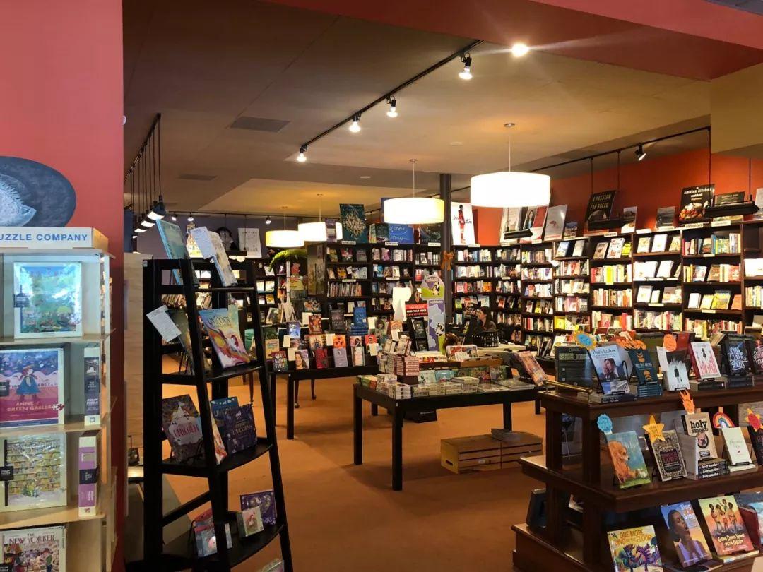 图为位于好国北卡罗去纳州教堂山市的飞叶书店。