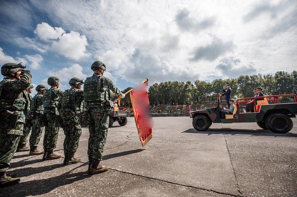 586旅联军营正在建立典礼上 图源:台军