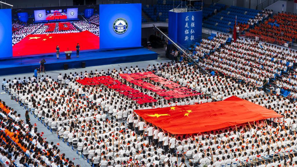 青春告白祖国,7232名本科新生开学典礼燃情歌唱