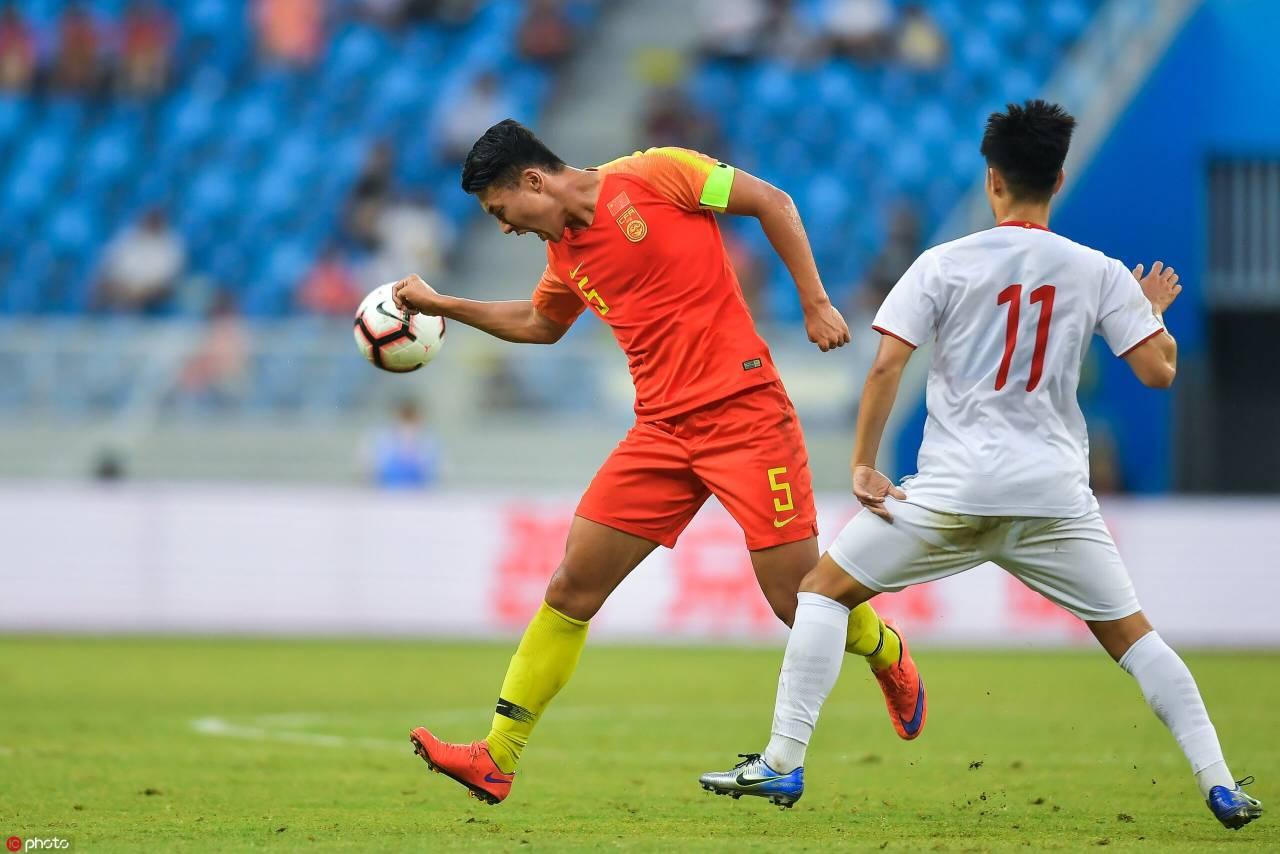 国奥热身:阮礼凌双响刘若钒伤退,中国0-2越南