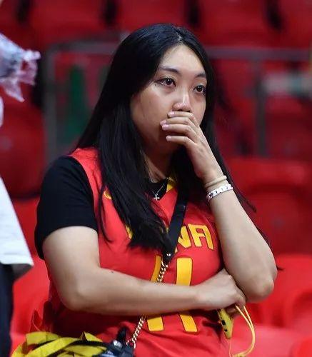 9月8日,中国队球迷赛后神气丢失。新华社记者贺少山摄