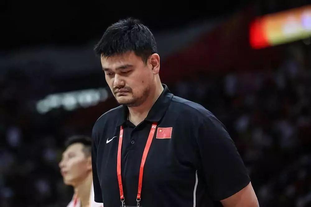9月8日,中国篮球协会主席姚明正在中场歇息时登场。新华社记者潘昱龙摄
