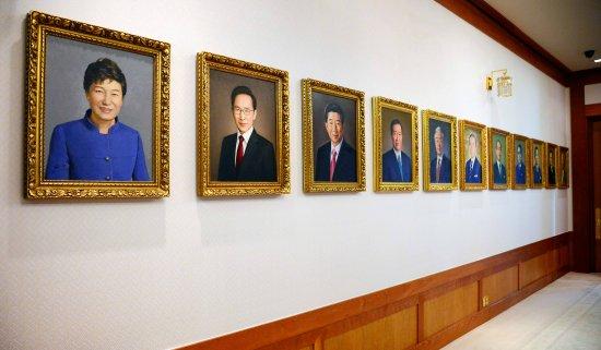 青瓦台展出的韩国历任总统肖像(韩国《百姓日报》)