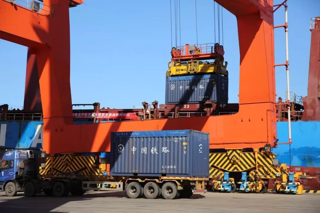 安通控股携手太原铁路局、唐山港、钦州港开启35吨开顶箱铁水联运新模式