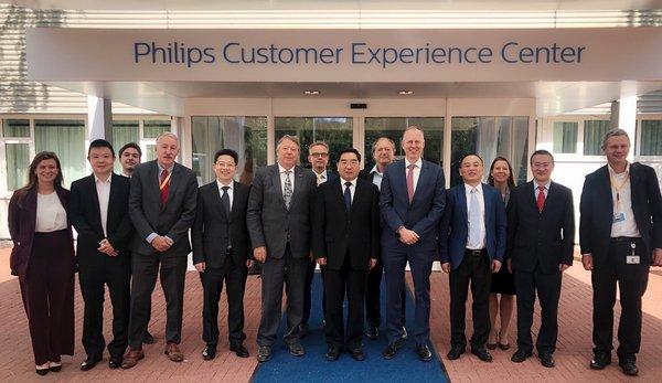 国家发展改革委副主任连维良率团参观飞利浦全球创新体验中心