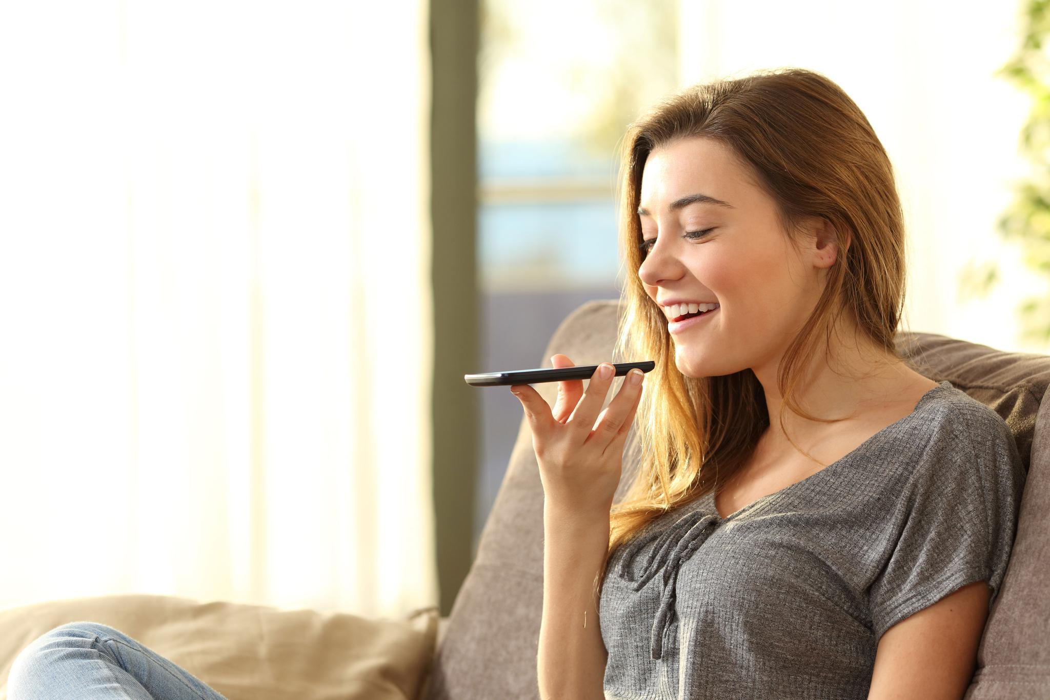 为什么语音助手都默认女声?Google 产品经理说出了真相