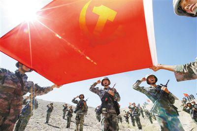 76团体军某旅正在沙漠滩停止宣誓举动。材料图片