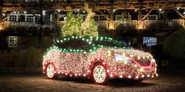 """通过""""制动再生""""电力 日产Leaf变成了一棵移动圣诞树"""