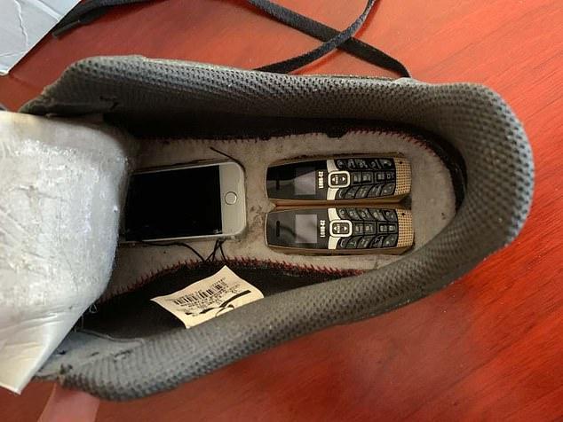 美国囚犯圣诞礼物运动鞋半路被拦截,鞋底竟藏6部手机毫无痕迹