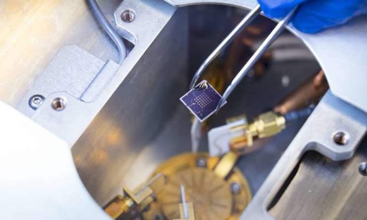普渡大学研究团队开发出一种能同时计算和存储的芯片