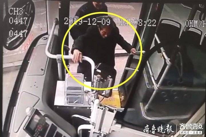 济南耄耋老人坐公交车迷路 暖心司机乘客帮其找家